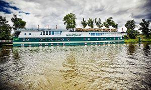 Groupon - Prag: 3-5 Tage für Zwei in der Romantik-Kabine inkl. Frühstück, 1x Glas Sekt und Parkplatz im Green Yacht Hotel ab 139 € in Prag. Groupon Angebotspreis: 139€