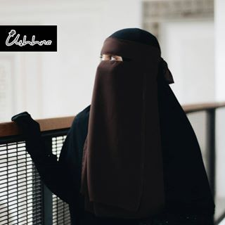 SELLING OUT FAST! _ Niqab Essential 2.0 (Chocolate Chip) . ✔Premium Ultrasoft Chiffon ✔No pinch niqab ✔Special signature design for eyes-opening ✔Front 2 layers (1 layer single fabric, 1 layer double fabric) ✔ With exclusive na'al metal label ✔Glasses-friendly ✔Minimal ironing _ Malaysia: RM45 /Beli 2 RM85 FREE DELIVERY WITHIN MALAYSIA! International: USD 12 /Buy 2 USD 22 WORLDWIDE SHIPPING! . Walk into @yabunayyavendor or WhatsApp +60193359704 _ #USHHNA #syarielifestyle #niqab #hijab…