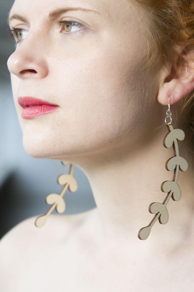 Organic shape wooden earrings www.kikerigu.fi