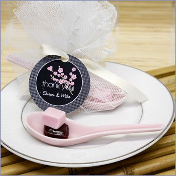 For a bite of cake, a smidge of ice cream or to complement a delicious miso soup at a traditional Asian meal, these beautiful Japanese Spoon Favors are the perfect finishing touch for your bridal shower, bridesmaids? luncheon, rehearsal dinner or reception.