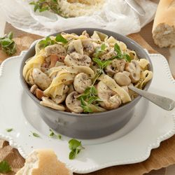 Tagliatelle with mushrooms and white pepper