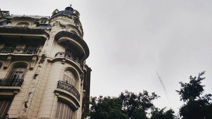 """""""Bruscamente la tarde se ha aclaradoporque ya cae la lluvia minuciosa.Cae o cayó. La lluvia es una cosaque sin duda sucede en el pasado."""" #borges #jorgeluisborges #poetry #autumn #rainyday #rain #sky #ciel #fall #cielo #architecture #batiment #arquitectura #instapic #building #stories #urbanjungle #instarchitecture #buenosaires #Argentina  (en Av Cordoba Y Parana)"""