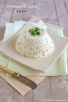 Fromage végétal aux noix de cajou, ail et fines herbes : http://tomatesansgraines.blogspot.fr/2015/12/fromage-vegetal-aux-noix-de-cajou-ail.html