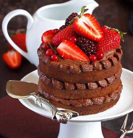 Me Encanta el Chocolate: PASTEL ESPONJOSO DE CHOCOLATE CON FRUTOS ROJOS