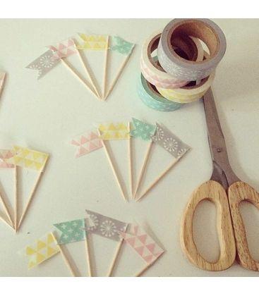 Un set de 4 rouleaux de masking tape aux tons pastels pour tout décorer à l'infini... Personnalisez vos paquets cadeaux, apportez une touche d'originalité à vos meubles, vos tableaux ou vos murs et laissez parler votre créativité! Prix: 159 DH