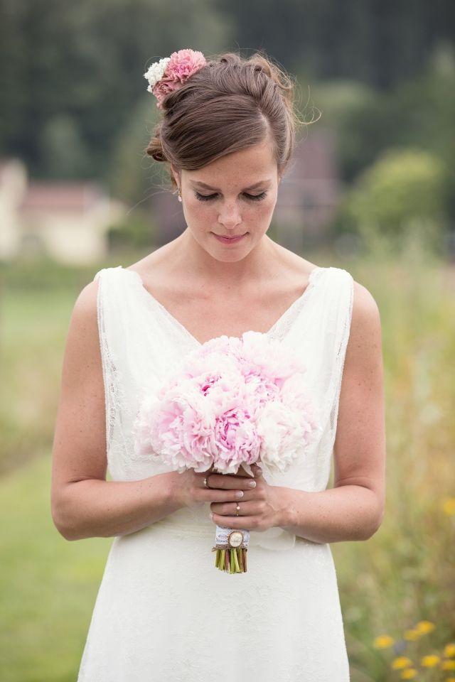 Lieflijk roze #bruidsboeket #trouwen #bruiloft #inspiratie #wedding #bouquet #inspiration Trouwen op een boerderij in Schinnen | ThePerfectWedding.nl | Fotocredit: Sanne van de Berg Fotografie