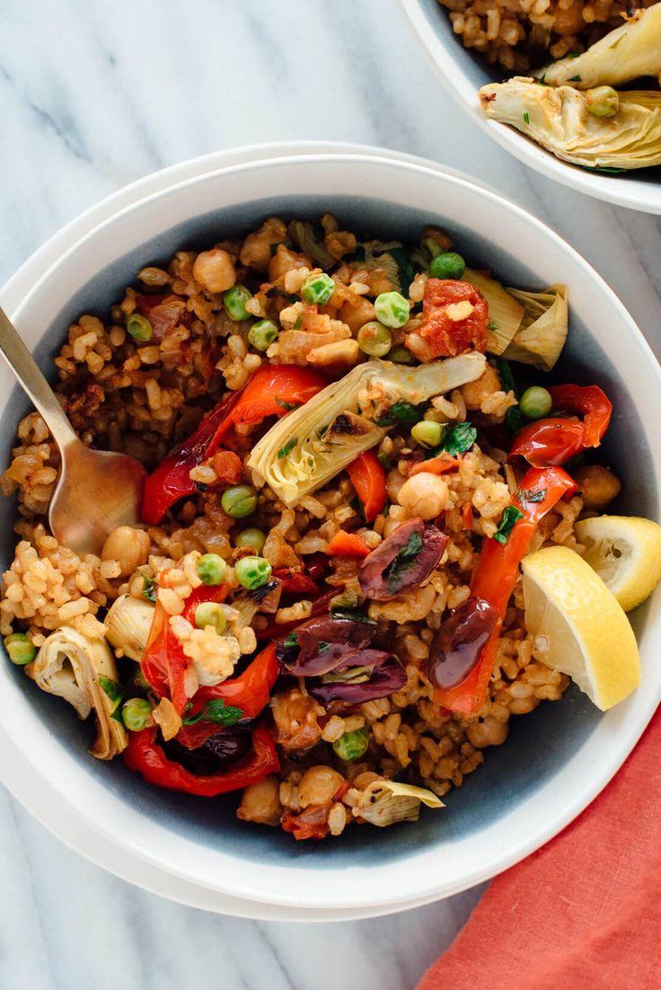 This vegetarian paella recipe is a veggie-packed twist on traditional Spanish paella! #glutenfree #vegan