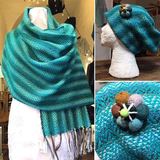 Alla fine di un tranquillo ordito a strisce sfumate 😄 At the end of a quite warp shade stripes 😄 #handmade #handwoven #tessutoamano #cappello #sciarpa #scialle #hat #scarf #shawl #wool #lana #turchese #blue #green