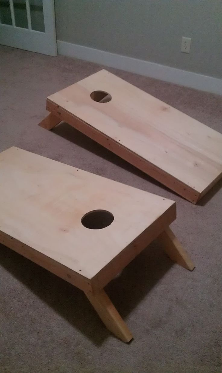 I like the idea to paint/design your cornhole boards!  DIY Paint Your Cornhole Boards I have these, and need to design and paint