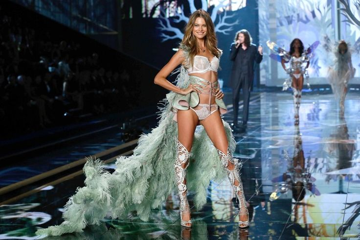 Which Angel Wings Were the Best at the Victoria's Secret Fashion Show? With so Many Glamorous Looks to Choose From — It's a Tough Call   Bustle
