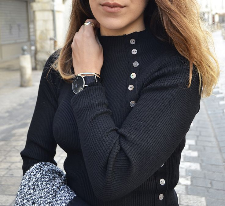 #fashion #casual #blackandwhite #longcoat #outfit #blogger http://topknotandteacups.com/pull-col-cheminee-samsarashome/