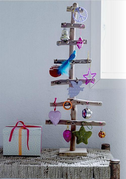 christmas tree made from driftwood - colorful ornaments - kerstboom van drijfhout - kerstversiering - kleuren