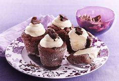 Brioşe de ciocolată cu miez de frişcă   Click! Pofta Buna!