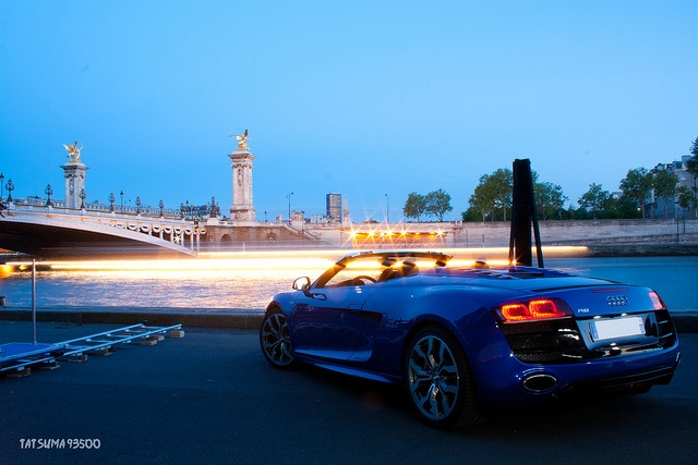 Shine, beauty, shine.  Audi R8 V10 Spyder