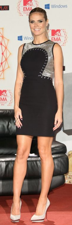 Who made  Heidi Klum's black and silver dress and white pumps that she wore  in Frankfurt on November 10, 2012?