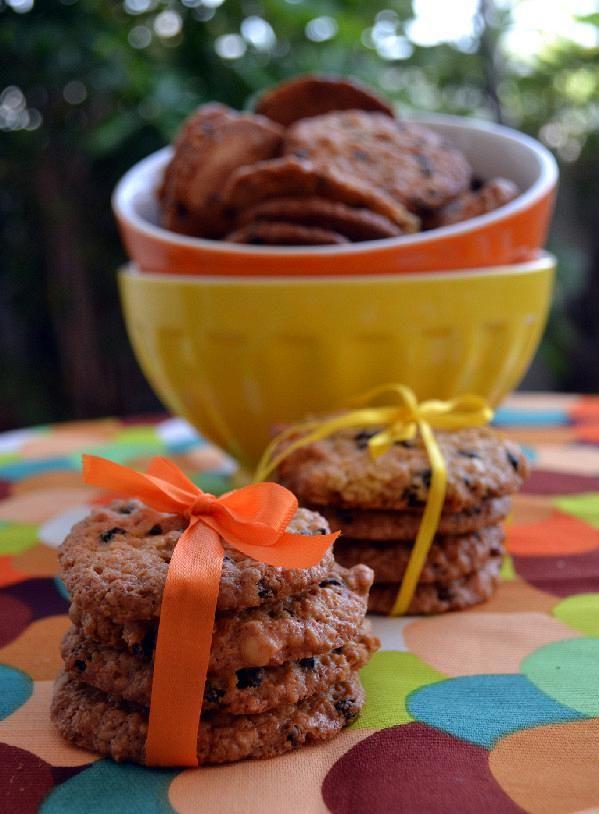 Cookies ελαιολάδου με βρώμη, πορτοκάλι, αμύγδαλα και σταφίδα