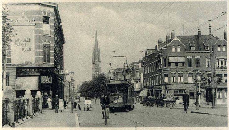 Goudse Rijweg en Boezembrug. De foto is ca. 1930 gemaakt.