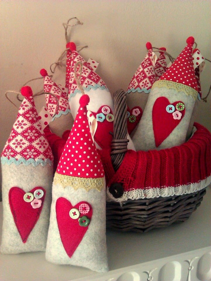 Sew a little love: Higgledy-piggledy Christmas houses