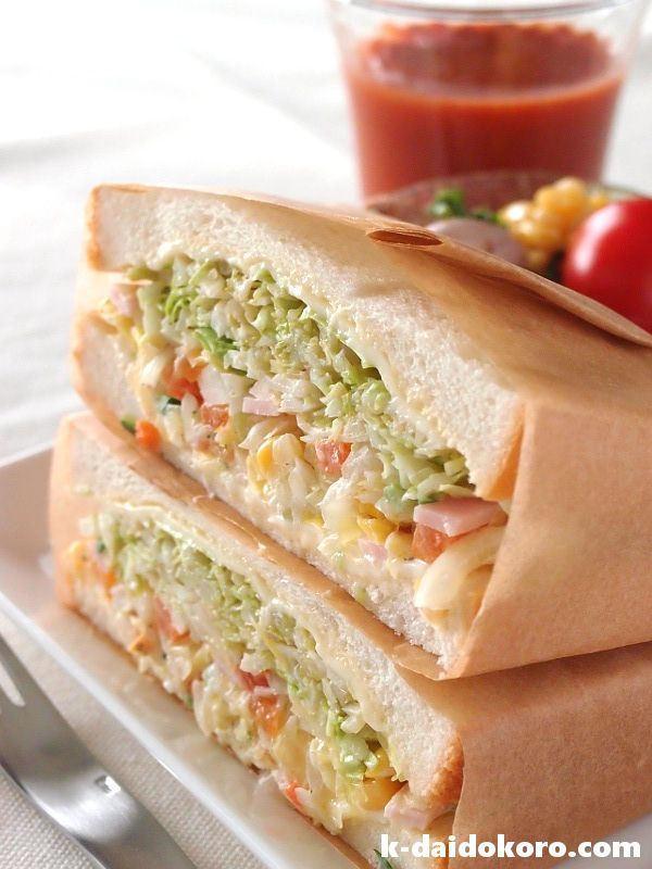 コールスローサラダのサンドイッチ