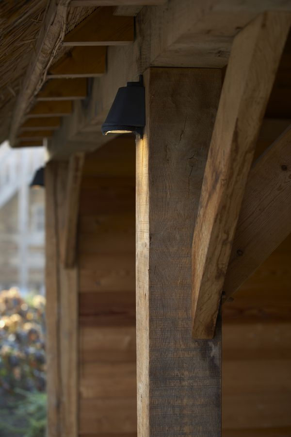 Beautiful oak wooden beams, look at the details. Nautic lighting down