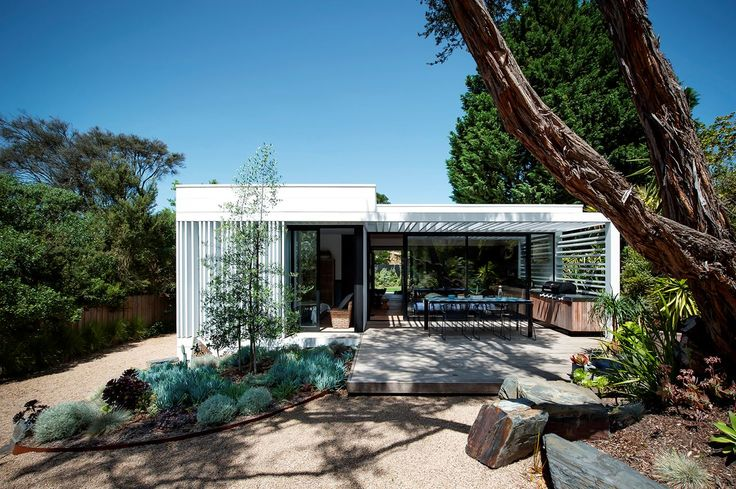 The pavilion-style renovation features a slatted screen with a minimalist Japanese ethos, echoed in the pebble and rock filled garden which offers a tranquil contemplation space. The large timber platform provides a welcoming entry and outdoor entertaining area.