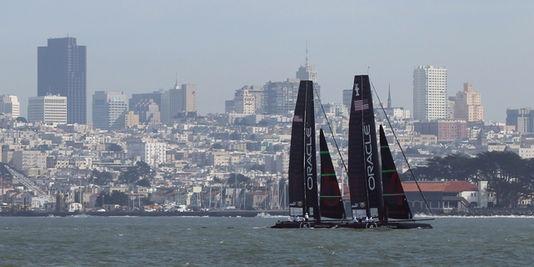 Les bateaux frères d'Oracle dans la baie de San Francisco, le 21 février 2012. | REUTERS/© Robert Galbraith / Reuters