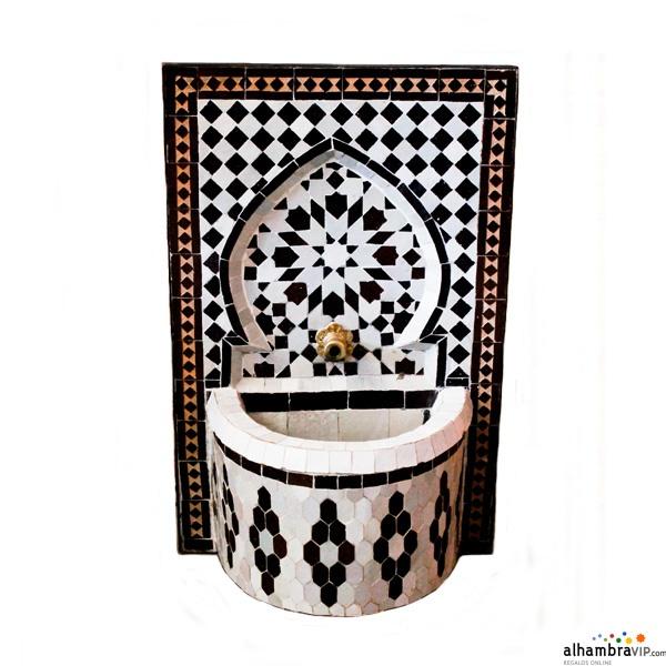 Fuente de agua mosaico negro