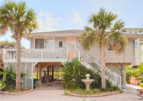 Anastasia Island Cottage St. Augustine (Florida) Situated in Butler Beach, Anastasia Island Cottage is a holiday home boasting a barbecue. It provides free private parking.  The kitchen is fitted with a dishwasher, an oven and a microwave and there is a private bathroom.