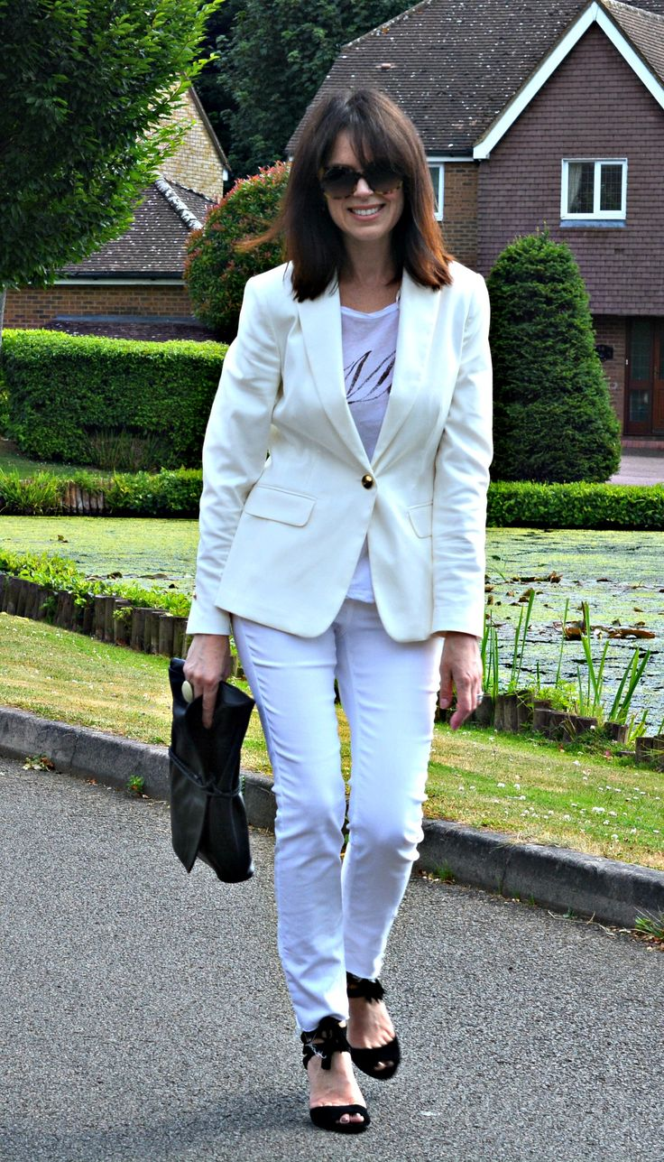 How to pull off the all white look over 40 - RetroChicMama does white blazer  skinny jeans with black clutch & cage sandals - details on the blog.