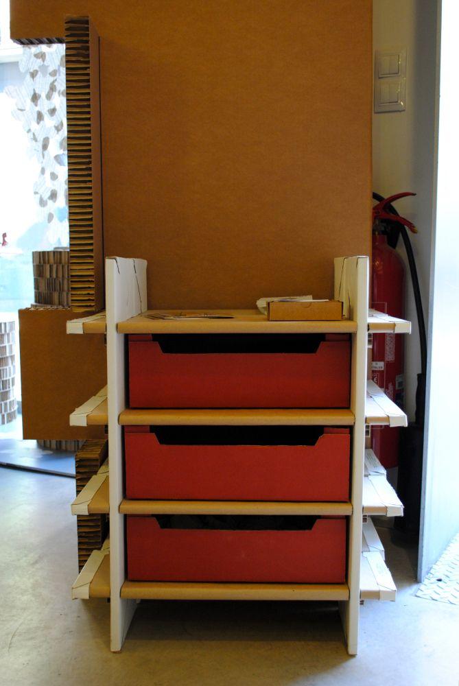 Cajonera realizada con cajas de fruta y cajón de telares ...