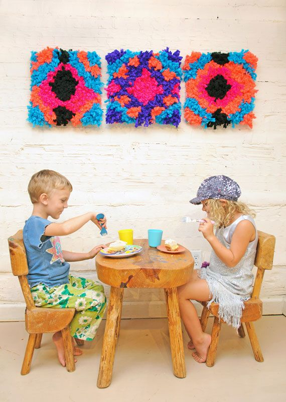 Make a colorful statement in a playroom with this quick and easy 30 minute #DIY yarn mosaic from Handmade Charlotte!