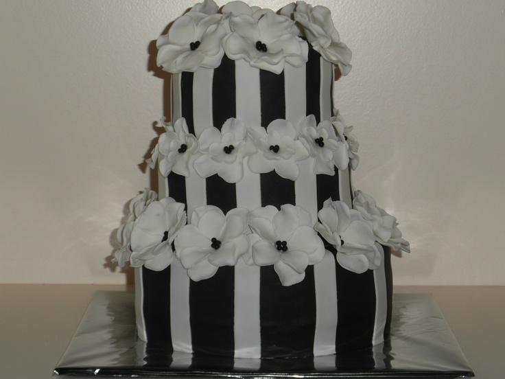 zwart/wit taart black/ white cake from someone on pinterest!