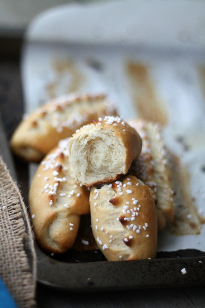 petit pains au lait french milk bread rolls recipe. Black Bedroom Furniture Sets. Home Design Ideas