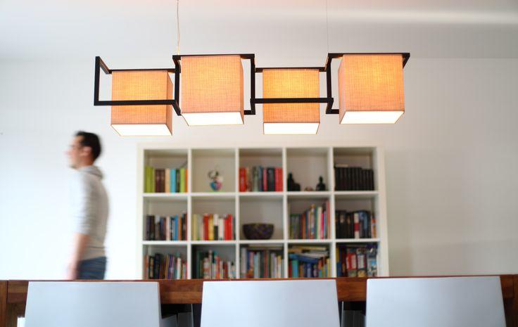 """Lente kleuren in onze hanglamp Fier Staal. In combinatie met de """"blokkenkast"""" en woonkamertafel een mooi geheel. De vormen van het frame komen uit de serie strak en kubusvormen. De kleur, zwart gep…"""
