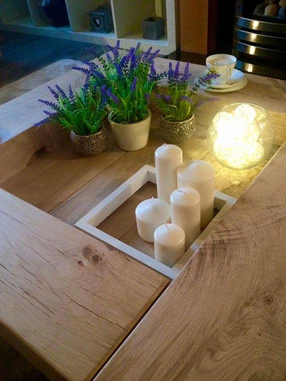 TABLE DE 1 M X 1 M Cette table de belle dormeuse chêne massif est de 1 mètre par 1 mètre de taille debout 17-20cm de haut. S'il vous plaît être conscient que la photo de la table avec les jambes a été un plus 1m x1m pour un client. Votre table sera sur une base flottante. Chaque dormeuse chêne séché au four a été prévue, poncé et donné des bords lisses incurvées pour une surface lisse à la touche de finition. La base est en chêne séché au four, les frais de côtés coupe chêne La cavité est…