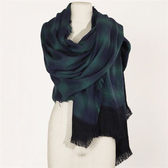 5295bdf46f93d Pimkie  Indémodables de notre garde-robe, les écharpes et les foulards  femme se déclinent à l infini et apportent une touche mode à toutes nos  tenues.
