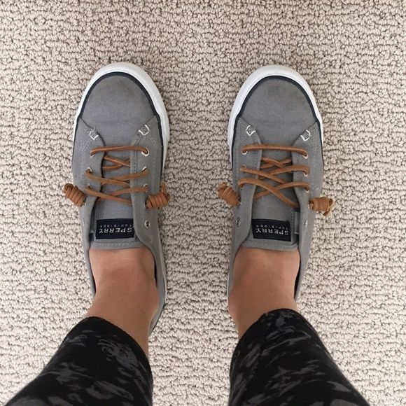 Sperry Seacoast Canvas Sneaker Cute boat shoes! Worn but well kept. Sperry Top-Sider Shoes Sneakers