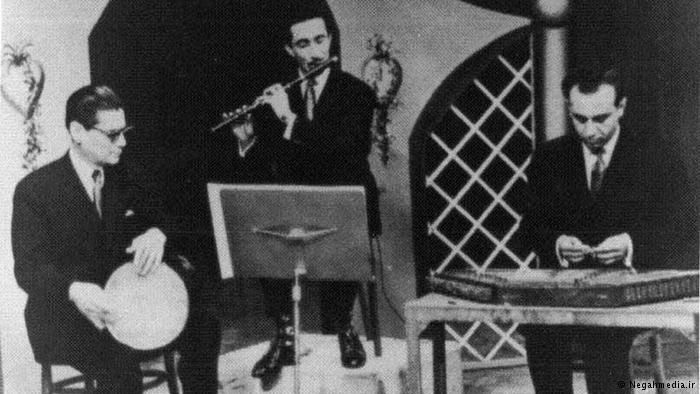 In 1940 the first radio station was established in Tehran and Hossein Tehrani was an active tonbak player accompanying musicians while performing live music programmes.He was a permanent member of the National Music Ensemble and National Music association. Hossein Tehrani formed and organized a tonbak players ensemble with seven members and performed several pieces with his group for the first time at the Shiraz Arts Festival- the group performed several concerts in Talar Vahdat