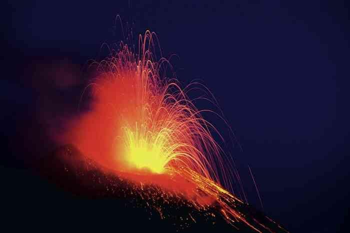 I #vulcani sono probabilmente l'espressione più spettacolare della forza della #natura. Ma quanto ne sappiamo effettivamente? Il #Museo di #storia naturale di #Milano ospita una mostra che ci guida alla scoperta delle montagne di #fuoco, con un occhio di riguardo alla potenza dell'#Etna. Buon viaggio!