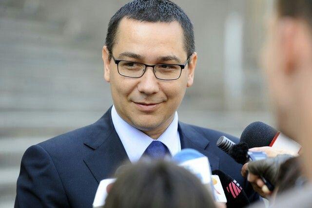 """Premierul Victor Ponta deţine informaţii conform cărora pe manifestaţiile normale în cazul Roşia Montană s-au """"pliat"""" interese economice din afara ţării ca România să nu îşi redeschidă mineritul în ansamblu şi să nu fie independentă din punct de vedere al gazelor şi altor resurse naturale.   """"Există un război economic care s-a pliat pe nişte manifestaţii normale, de bună-credinţă, care este, în baza informaţiilor pe care eu le deţin, din două direcţii: în mod sigur, există interese economice…"""