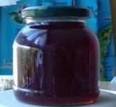 Recette Gelée Pommes et mûres : Rincer les pommes. Les équeuter et les couper en quatre en gardant la peau et surtout les pépins. Les mettre dans une coco...