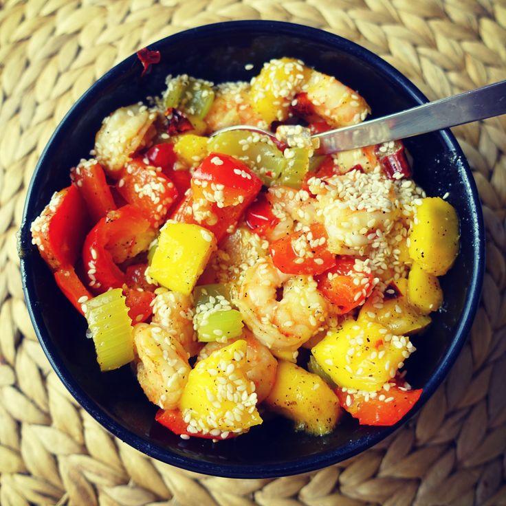 krewetki smażone z mango i warzywami