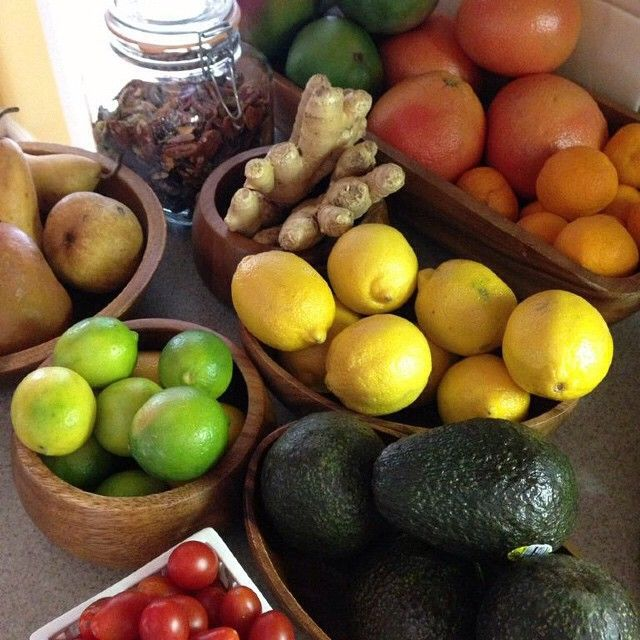a counter stocked with healthy produce is ALWAYS a good idea!