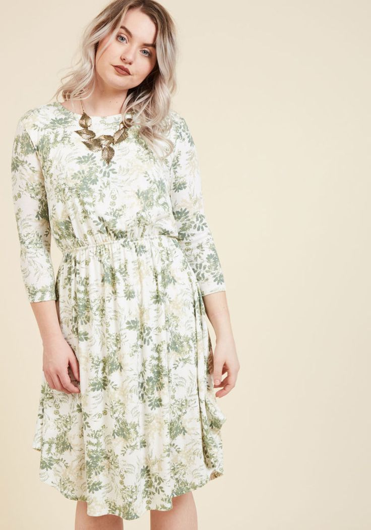 What a pretty soft green/ivory dress. Soft Summer