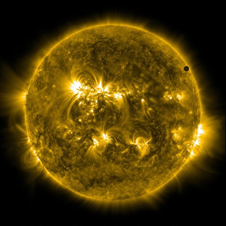Awesome picture of Venus crossing the Sun