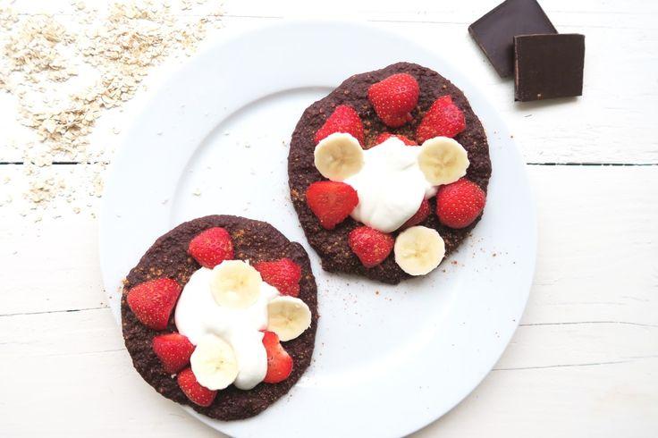 chocolade havermoutbroodjes: 100 gr havermout, 2 ei, 2 bananen, 1.5 el cacaopoeder, 1 el ahorn siroop of honing