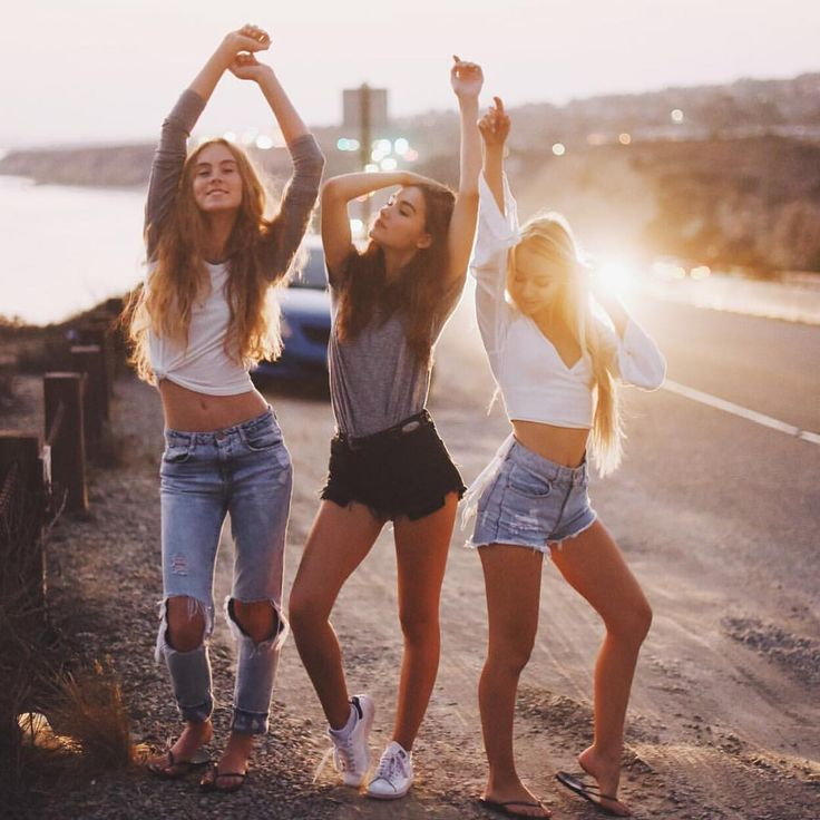 Картинки три подруги вместе гуляют