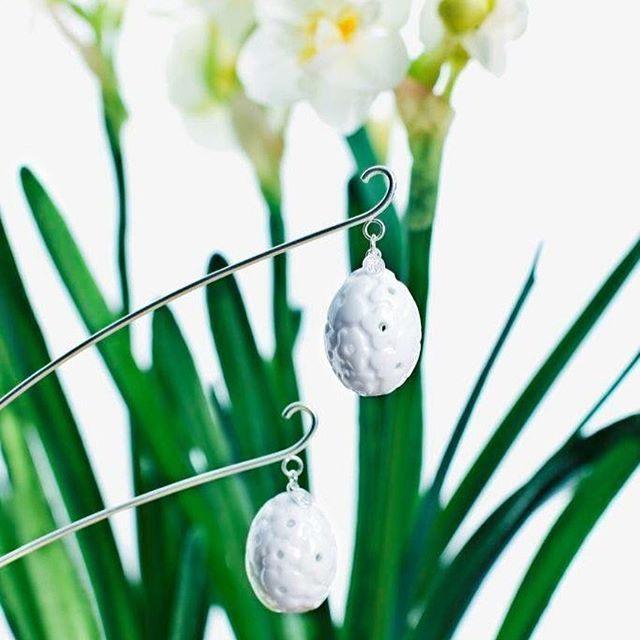 Easter is less than a month away! Flower sticks with Easter eggs. Each pack has two silvery flower sticks with miniature porcelain eggs. Available in our web-shop www.jettefroelich.dk  #flowerstickswitheastereggs #porcelain #easter #easterdecoration #easterdecor #jettefrölich #jettefroelich #jettefrölichdesign #jettefroelichdesign #danishdesign #scandinaviandesign #interiordesign #homedecor #iboligendk