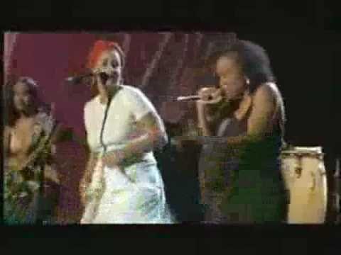 Amparanoia & Ari: Ella Baila Bembe. Letra en http://www.musica.com/letras.asp?letra=1381325
