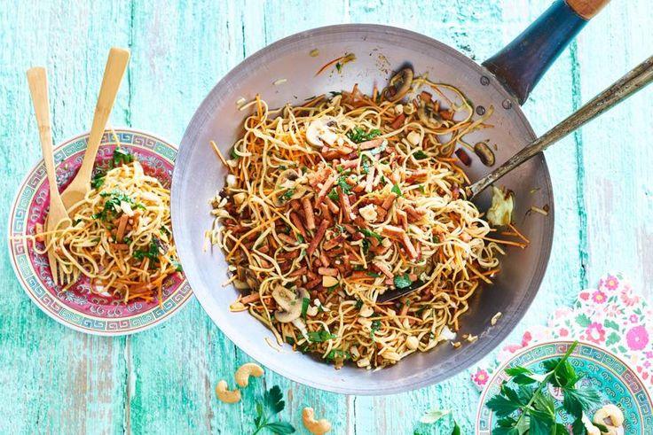 Chinese roerbak met vegaspekjes en groente - Recept - Allerhande